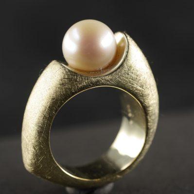 (13059) Venus mit Perle