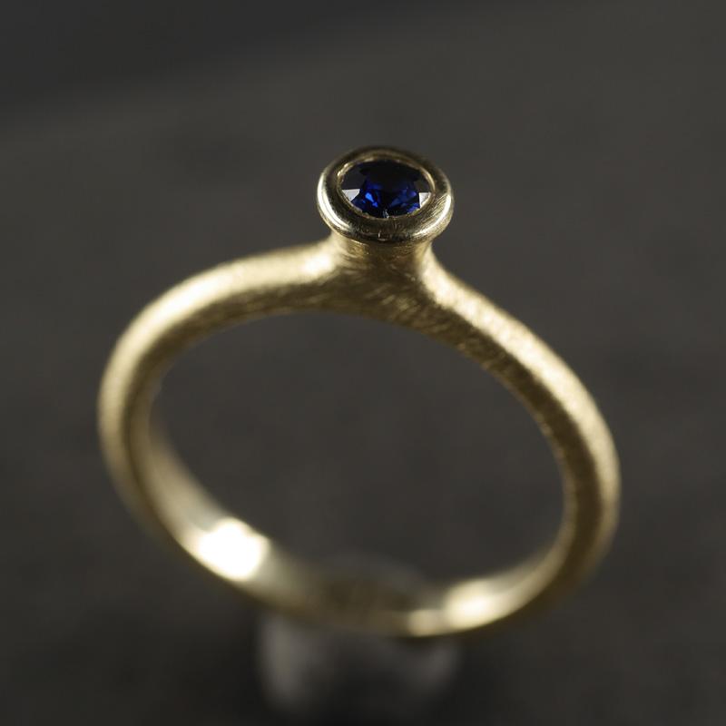 (13062) Tulpenring mit blauem Safir