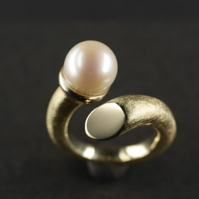 (13064) Gedrehter Ring mit Perle