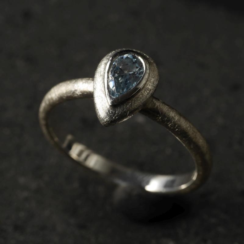 (16096) Silberring Mandel mit blauem Topas