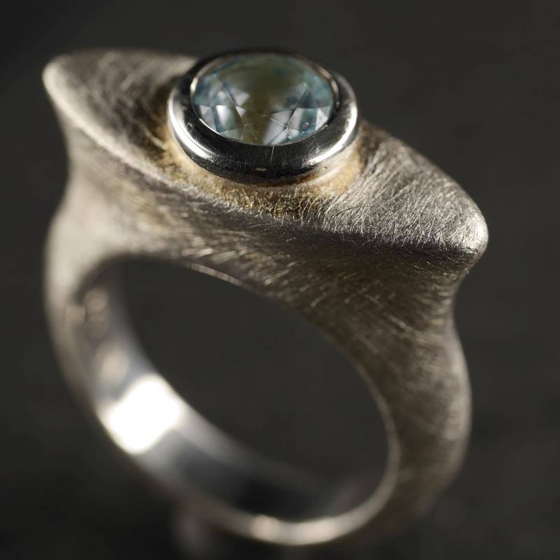 (16108) Elliptischer Ring mit blauem Topas