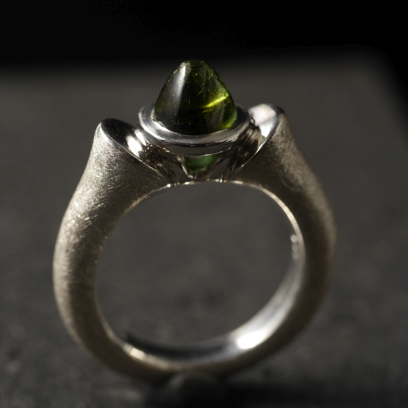 (16093) Königinring mit grünem Turmalin