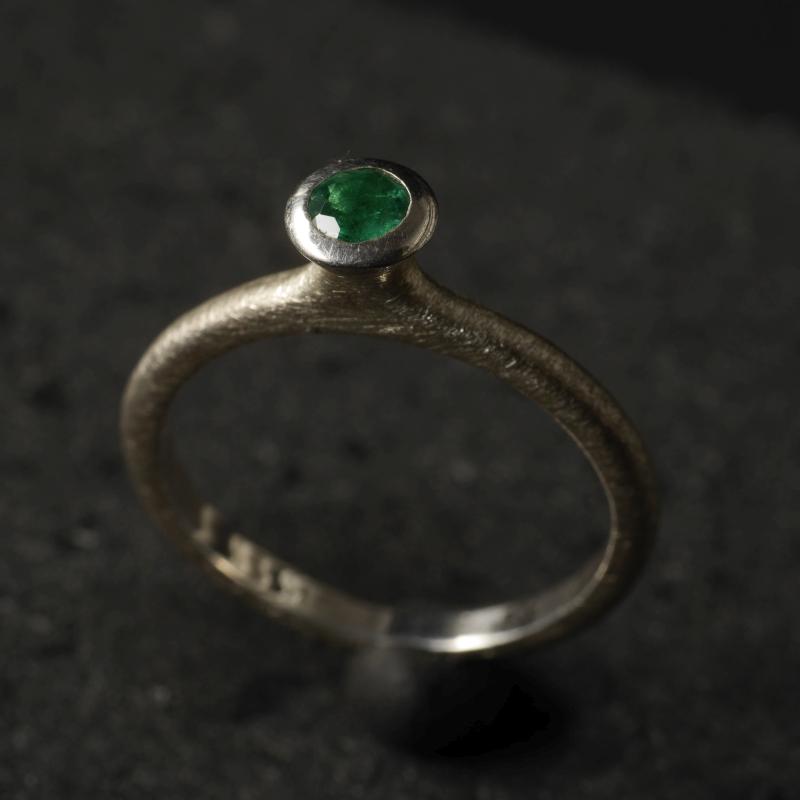 (16095) Silberring Tulpe mit Smaragd