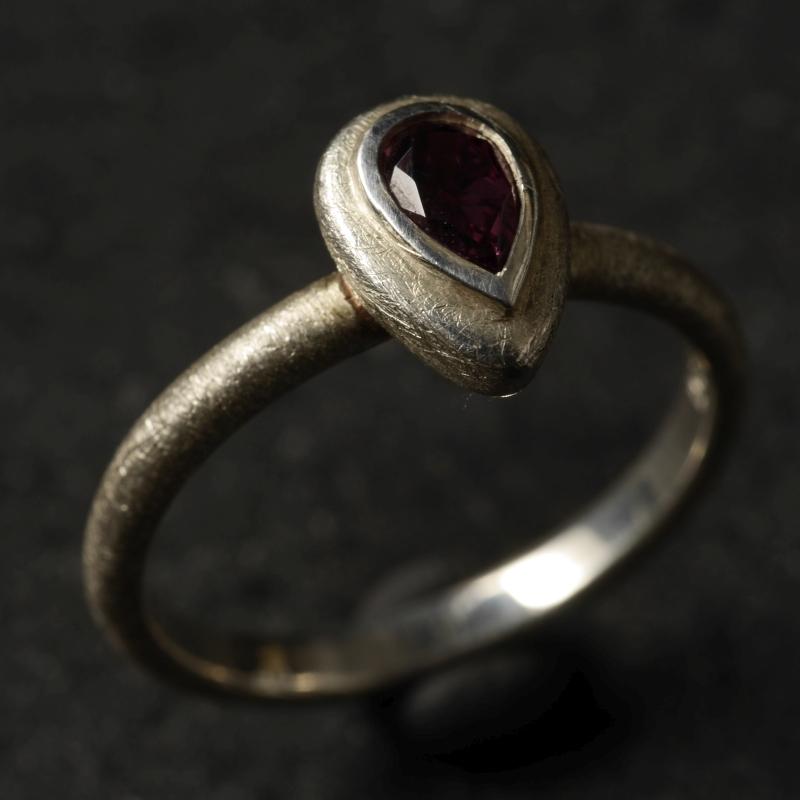 (16098) Silberring Mandel mit rotem Granat