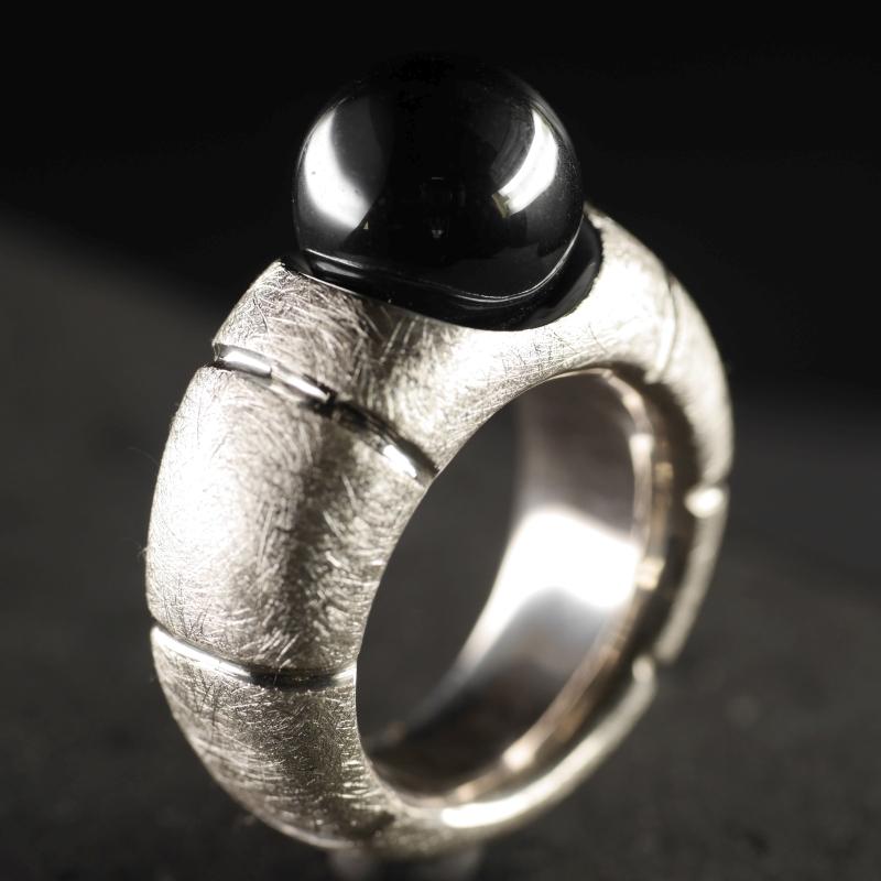(16127) Ring mit Hämatitkugel 'Mephisto'