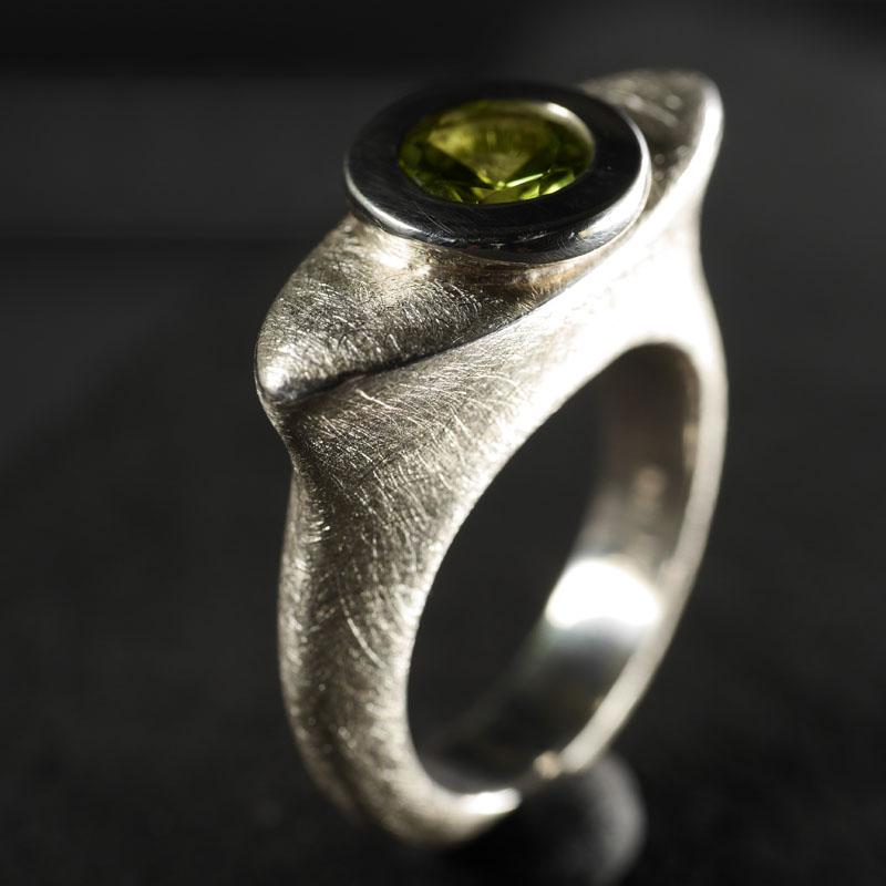 (16018) Elliptischer Ring Peridot